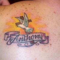 croce con colomba memoreale tatuaggio