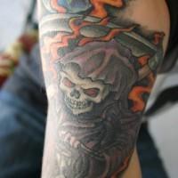 triste  mititore in fiamme con luna piena tatuaggio colorato