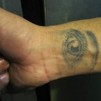 Tatuaje de un ojo realístico
