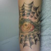 Tatuaje de ojo en telaraña