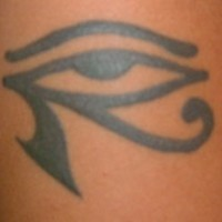 Tatuaje negro ojo de Horus