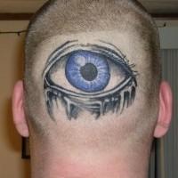 Le tatouage d'œil bleu sur la nuque