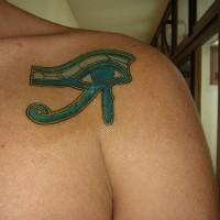 occhio blu di ra sulla spalla tatuaggio