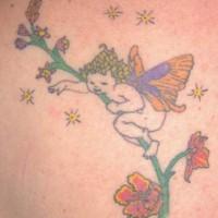 Kleine Fee kriecht auf Blume Tattoo