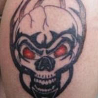 cranio arrabiato in fiamme nera tatuaggio