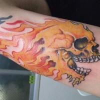 fiamma cranio sul polso tatuaggio