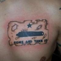Le tatouage de drapeau avec une inscription viens et prends
