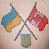 bandiera ucraina e canadese tatuaggio