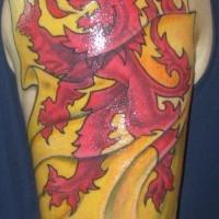 bandiera gialla con leone rosso tatuaggio