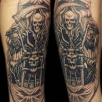 Le tatouage de la Faucheuse sur la moto