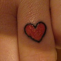 Knuckle tattoo, little red shiny heart