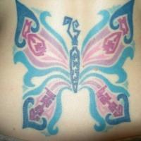 Un papillon pittoresque tatouage sur le bas du dos en couleurs