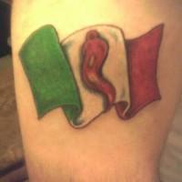 bandiera peperone cili tatuaggio sul braccio