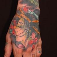 gheiscia tradizionale sulla mano tatuaggio