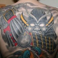 samurai giapponese con katana sulla schiena tatuaggio
