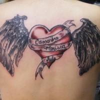 nome del bambino scritto sul cuore tatuaggio