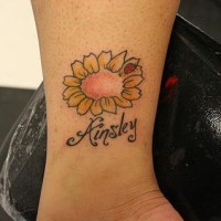 Marienkäfer auf Blume Tattoo