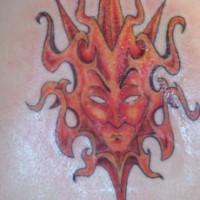 Rote tribal Sonnengottheit Tattoo