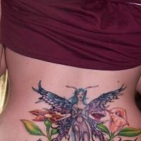 Tatuaggio sulla lombo la fata con le ali tra i fiori