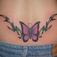 Le tatouage coloré de papillon tribal sur le bas-ventre