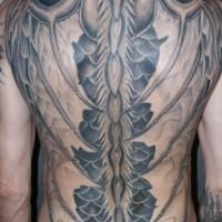 Tatuaje en la espalda de un gran dragón rojo.