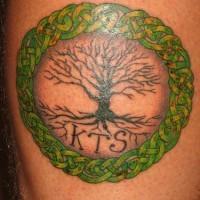 Initialen KTS und keltischer Baum des Lebens Tattoo