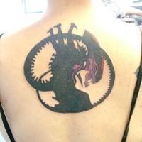 Il tatuaggio dal film alieno sulla schiena