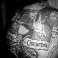 Pirati dei Caraibi tatuaggio sulla schiena intera