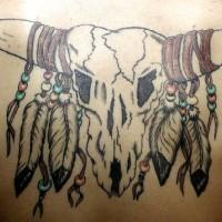 Cranio di toro con piume tatuaggio