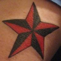 Rossa e nera stella tatuaggio