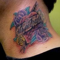 Rose e cuore colorati tatuaggio