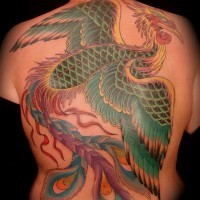 Uccello magico colorato tatuaggio grande