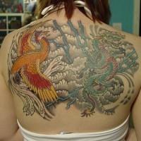 Fenice e drago asiatico tatuaggio sulla schiena piena