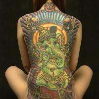 Tatto di ganesha fatto in verde su schiena