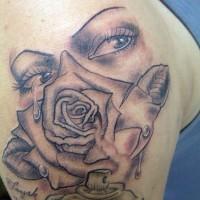 Le tatouage de regard sexy avec une rose