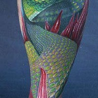 Realistische grüne Schlange mit Blumen Tattoo