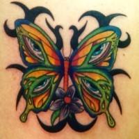 Le tatouage de papillon tribal avec des yeux sur les ailles
