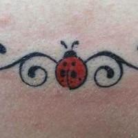 Marienkäfer mit Maßwerk Tattoo