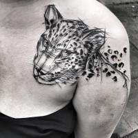 Tatuaggio dipinto da Inez Janiak tatuaggio con la clavicola del ritratto di leopardo