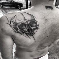 Tatuaggio dipinto da Inez Janiak tatuaggio scapolare del teschio umano
