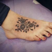 bellissimi tre fiori inchiostro nero sexy tatuaggio su piede
