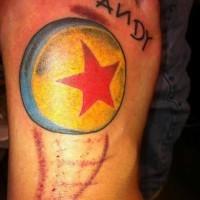 Tatuaje en el pie, pelota con estrella