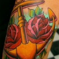 ancoraggio tradizionale tatuaggio con rose
