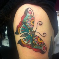 farfalla tradizionale tatuaggio su idea corpo di ragazze