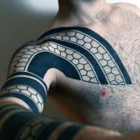 Tatuaje de ornamento elegante magnífico en el brazo