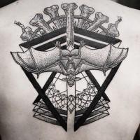 stile tribale nero e bianco totem con pipistrello tatuaggio pieno di schiena