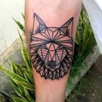 Tatuaje en el antebrazo, lobo único interesante