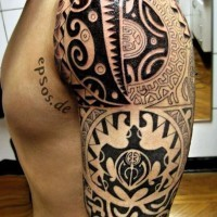 tartaruga polinesiana tatuaggio a mezza manica