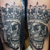 Typical illustrative style king skull with crown