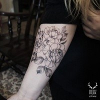 Typical painted by Zihwa arm tattoo of cool roses